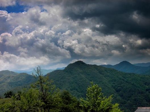Истории и митове за имането от Янева чука в Родопа планина