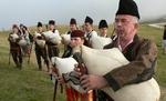 """20 гайдари от """"100 каба гайди"""" ще участват в Международния фестивал на фолклорната носия в Жеравна"""