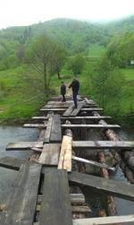 """Забраниха преминавнето по моста за крепостта """"Калето"""" край с. Кошница"""