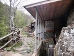 Пещера Шаренка предлага на туристите да добият сами минерали
