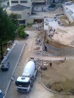 """Кипи строителство край смолянската болница в стил """"Нов център"""" през времето на Величко Караджов"""