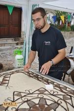 Учител по математика изработва уникални килими от плъстена вълна