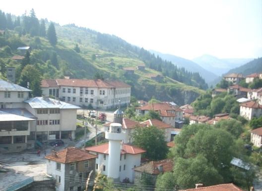 Село Мугла е привлекателно място за екотуризъм. Сравнително близо до град Смолян. В близост се намират още много туристически атракции.