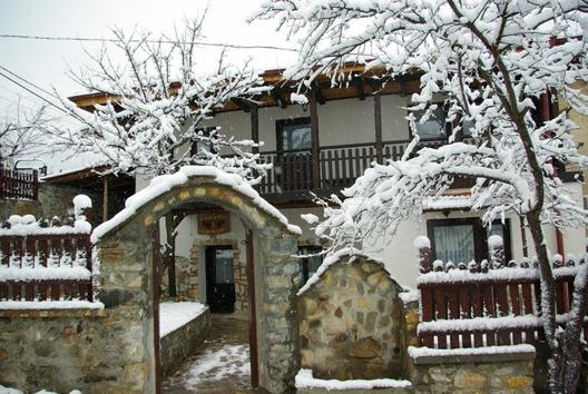 Триград е красиво място, както през лятото така и през зимата. Селцето разполага с уникални и красиви местенца и там могат да се видят прекрасни пейзажи от величествената природа на Родопа