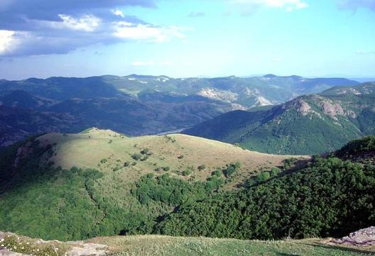 Родопа планина. Родопа горделива- грамада вековечна от върхове гранитни верига безконечна