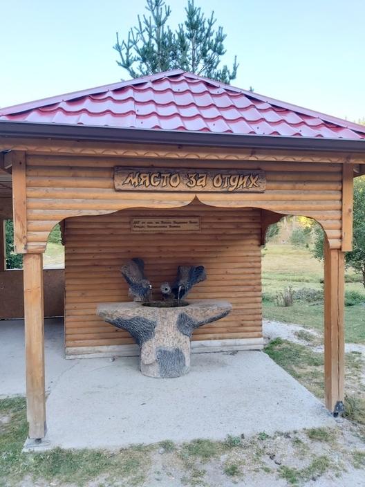 Кътче за отдих край пътя от Велинград за Сърница