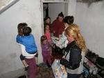 Партия подпомогна многодетни семейства в Смолян за празниците