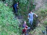 Доброволци от Смолян чистят опасни дерета в града