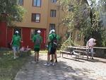 Младежи-доброволци от Смолян облагородиха терена около Младежкия дом