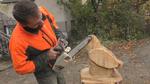 Хирург от Смилян вае дървени фигури с резачка