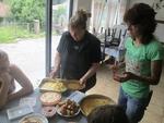 43 бабини рецепти издириха и записаха децата от Могилица