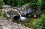 """Водопад """"Гюмберджията"""" – идеалният заместител на претъпканите плажове"""